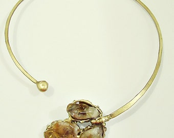 Necklace in aged brass with three citrine stones
