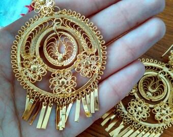 Filigree golden earrings
