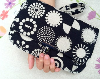 Black and white circle designs purse