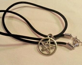 Necklace Pentacle with Elegant Black Flocked Necklace