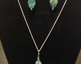 Blue oval earring and necklace set
