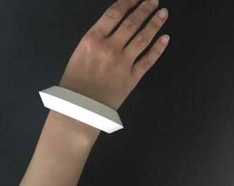 White bracelet printed in 3D