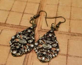 Vintage style dangle earrings