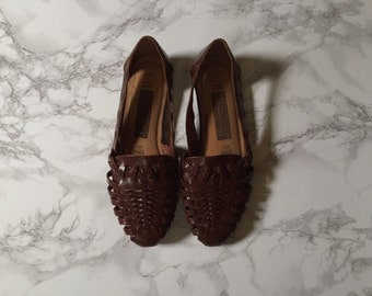 1980s chestnut brown leather huaraches / woven huarache flats / size 8, 8.5