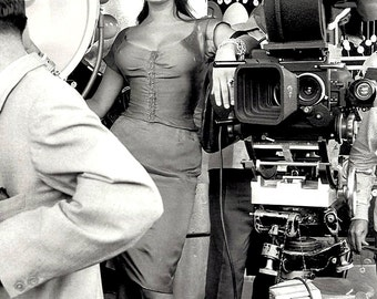 "Actress Sophia Loren Behind the Scenes of the Italian Film ""Boccaccio '70"" - 5X7 or 8X10 Photo (OP-000)"