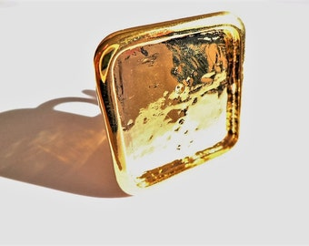 1 gold colored square ring support 28 X 28 mm