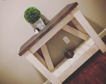 Petite Entry /Side table
