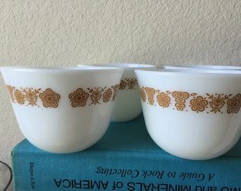 4 Vintage Pyrex, Corning Butterfly Gold 8 oz Cups