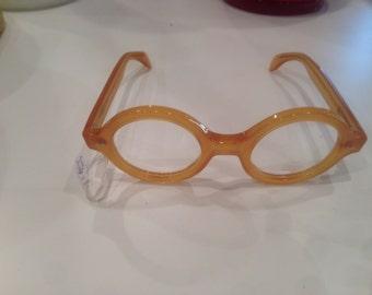 Glasses sets round honey