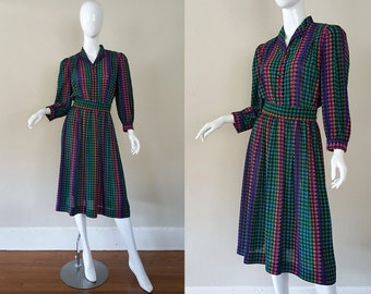 Vintage 80s Dress / Shirtwaist with Belt / Houndstooth Print / Covered Buttons / 80s Dress / Size S - M