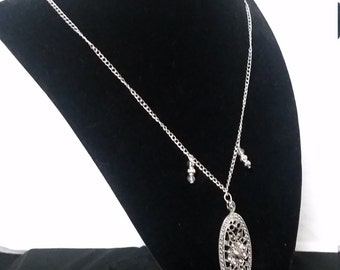 Simple silver necklace with silver pendant
