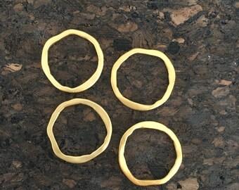 Médaillons anneaux martelés