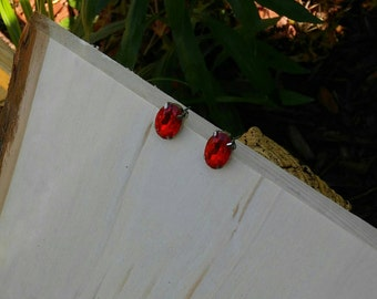 Red rhinestone stud earrings