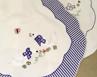 Vintage Embroidered Little Duck Table Runner Made of Satin Drill