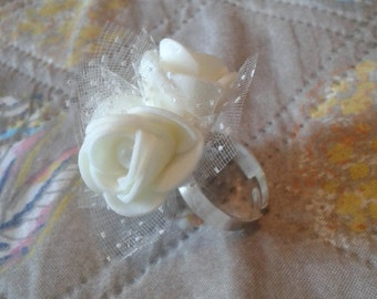 Ring with Roses colot cream