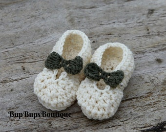 Crochet Baby Mary Jane/ Pram shoes/ Crochet Shoes/ Baby Girl Shoes / Baby Shoes/ Handmade/ shoe/baby shower/ baby Gift