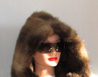 Superbe capuchon de fourrure de castor naturel\  Beautiful natural beaver fur hood