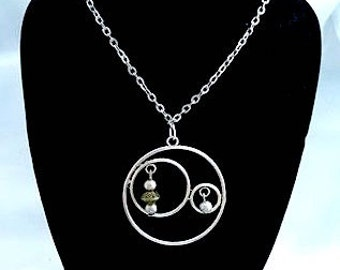 Necklace with Circle Pendant and its pearls