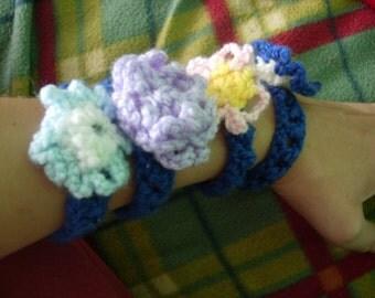 Flower bracelet (crochet)