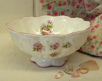 Sugar bowl Rosina pink roses, Queen's Fine Bone China England Bon bon sweets footed scalloped, floral sprig pattern, good condition SALE