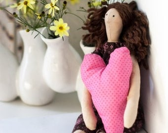 Tilda Doll - Brunette - Brown and Pink Dress - Pink Heart
