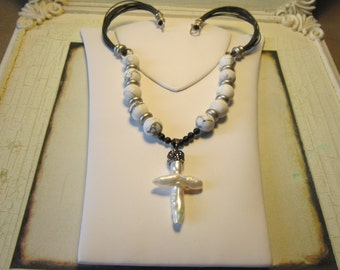 A pearl cross necklace. 17 in.