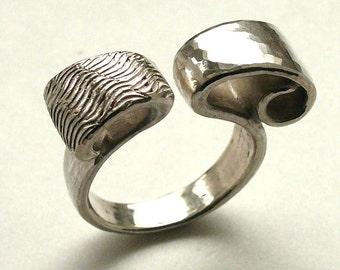 """Lion"", 925, cast sterling silver ring."