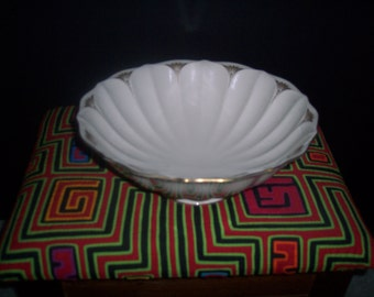 Lenox Gold trimmed serving bowl
