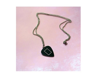 T H E 1 9 7 5 // The 1975 inspired guitar pick necklace (version: black era)