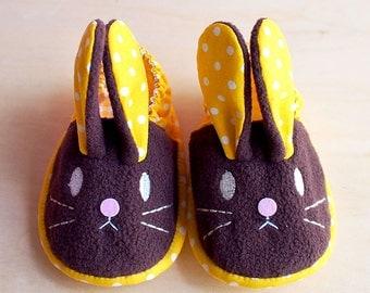 Elastic Baby Booties - Chubby Bunny 08