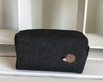 Mini box pouch - dark grey herringbone wool with a hedgehog applique