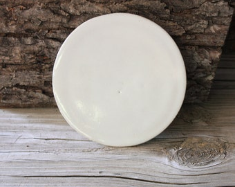 Plate in white with multisided