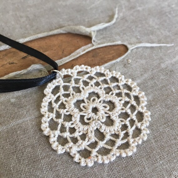 https://www.etsy.com/listing/295139661/fusion-lace-pendant-daisy-tatting-and?
