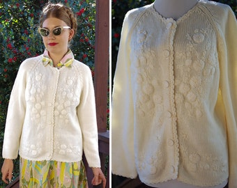 White DAISIES 1950's 60's Vintage Thick White Acrylic Knit Cardigan Sweater with Embroidered Flowers // size Large