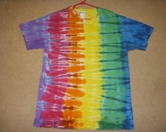L tie dye tshirt, vertical rainbow, large