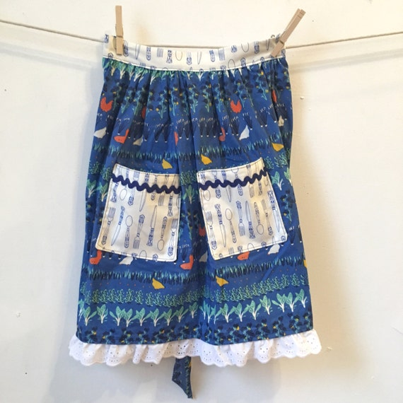 Back on the Farm double pocket with Lace Border half  apron