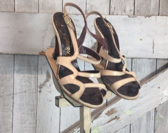 Fall sale 1940s shoes biege heels 40s heels bone shoes size 5 strappy heels vintage sandals