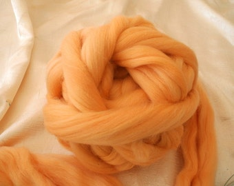 Merino wool rooving, light orange, for needlefelt, felting, spinning, weaving and more, made in Italy