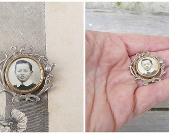 Vintage Antique 1890/1900  French Victorian silver photo locket  brooch antique
