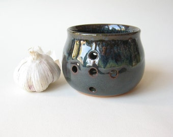 Pottery Garlic Keeper