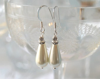 RAVISHING Vintage Inpsired Pearl Teardrop Bridal Earrings