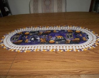 Crochet Halloween, Table Runner, Scaredy Cats, Pumpkins, Halloween Centerpiece, Fabric Center, Crocheted Edging, Table Topper, Decoration