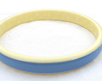 Vintage Plastic Bangle Bracelet, Two Tone Bangle Bracelet, Blue and Ivory, Vintage Jewelry, Vintage bracelet, Vintage bangle, Layered,