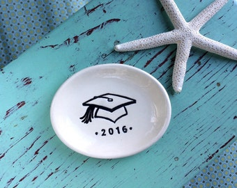 Graduation Cap on Small Oval Dish, Oval Ring Dish with Mortarboard Design, Ring Dish with Cap, Class of 2016 Graduation Gift