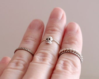 Skull ring. Sterling silver midi Skull ring. Skull midi band, knuckle ring, skull knuckle ring, gothic style, silver ring, silver skull