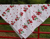 Strawberries / Tablecloth / Linens / Vintage Kitchen 025