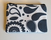 Coin purse in black & white floral
