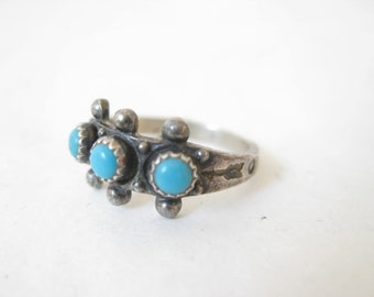 Vintage Sterling Silver and Turquoise Petit Point  Native American Navajo Baby Ring Size 2
