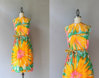 1960s Dress / Vintage 60s Floral Burst Fitted Dress / 1960s Oversized Floral Cotton Dress