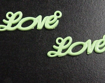 CLEARANCE Jewelry LOVE 6 Connectors Green Word 2-Ring 33mm x 10mm (1038con33m1-5)os